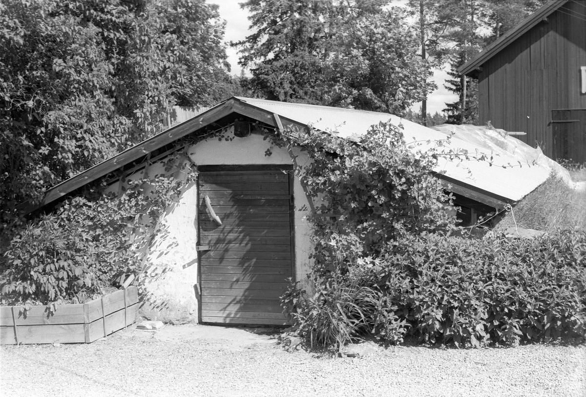 Källare, Klappet, Läby socken, Uppland 1975