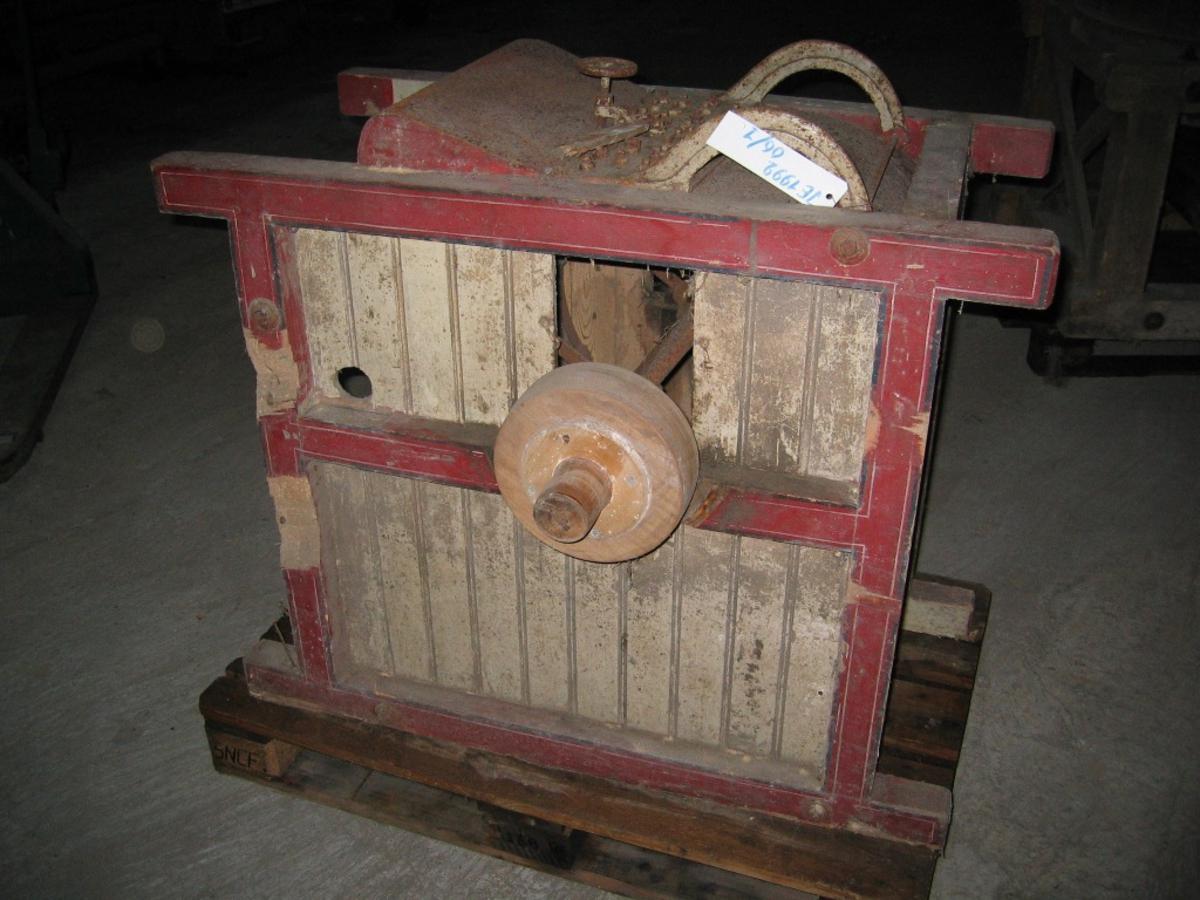 Piggmaskin med hjul for reimdrift.