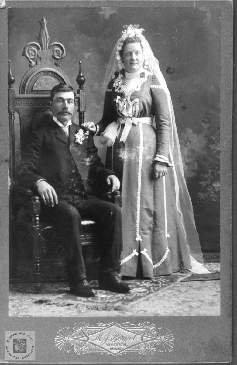 Portrett av ekteparet ukjent og Oline Torkelsdtr. Bjerland, bosted USA.