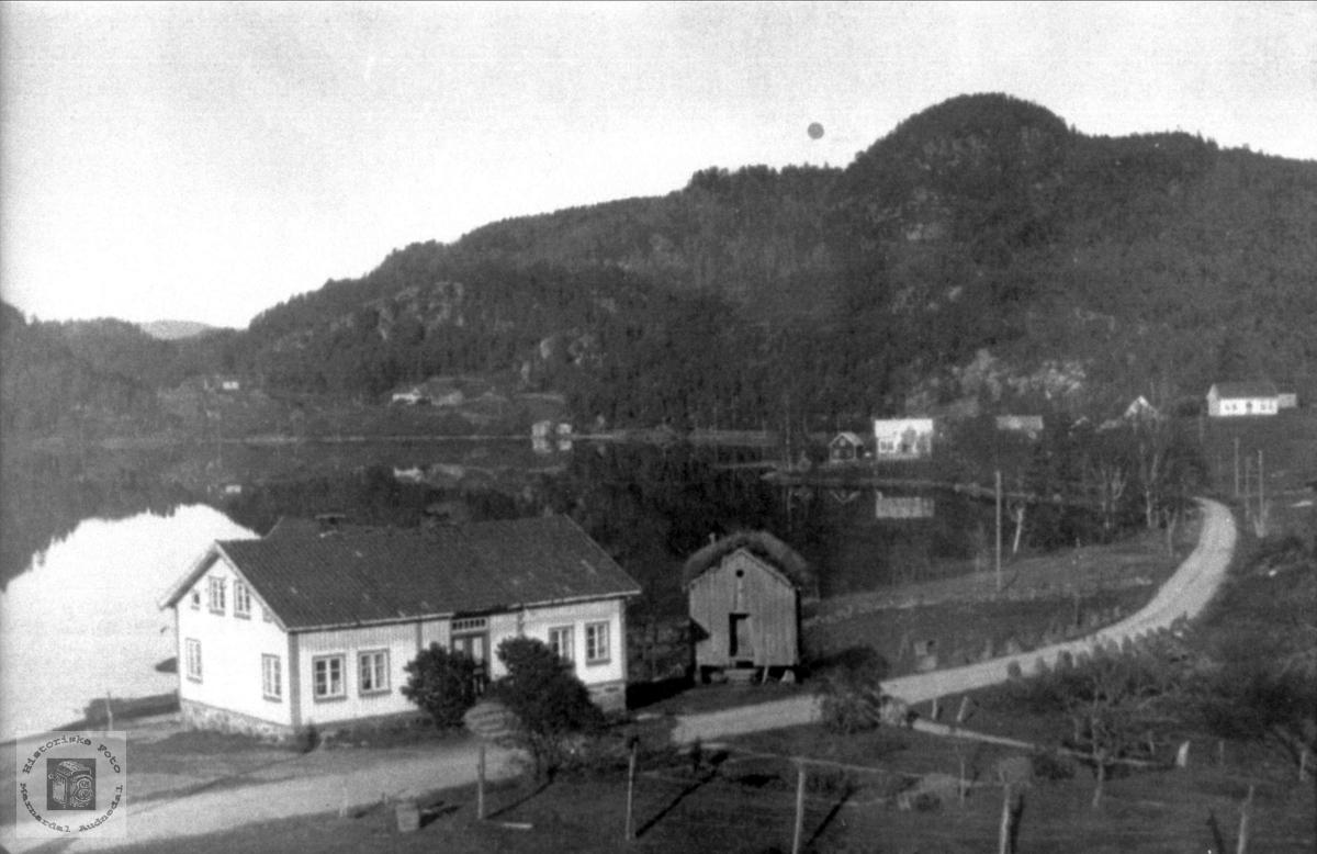 """Gamlehuset """"der nede"""" i Øygarden Bjelland senere Audnedal."""