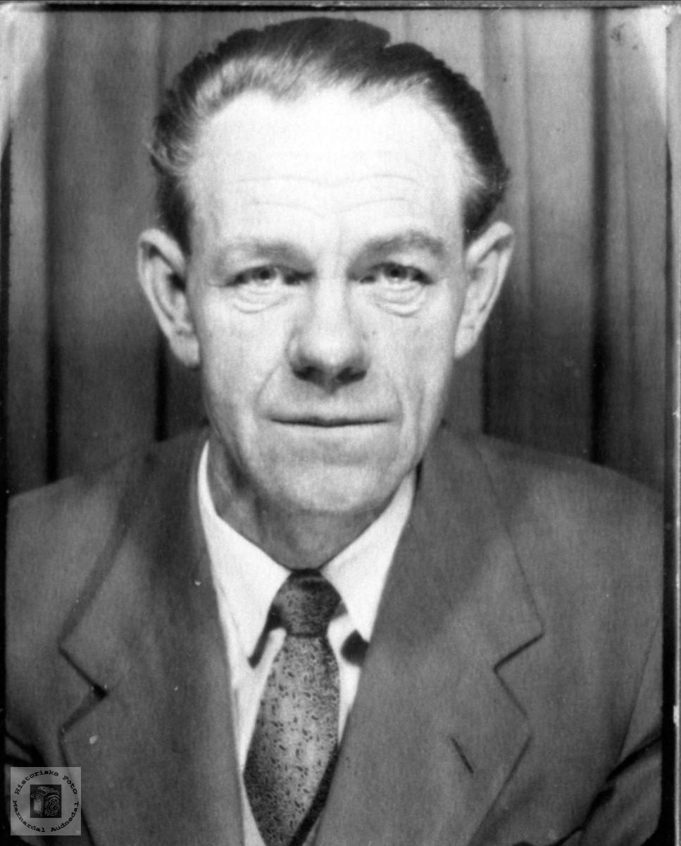 Portrett av Olav Severin Laudal.