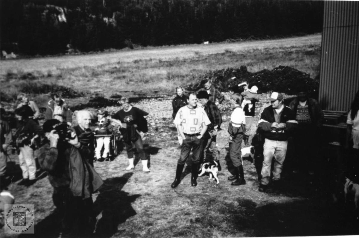 Medlemmer av Marnardal historielag på tur.