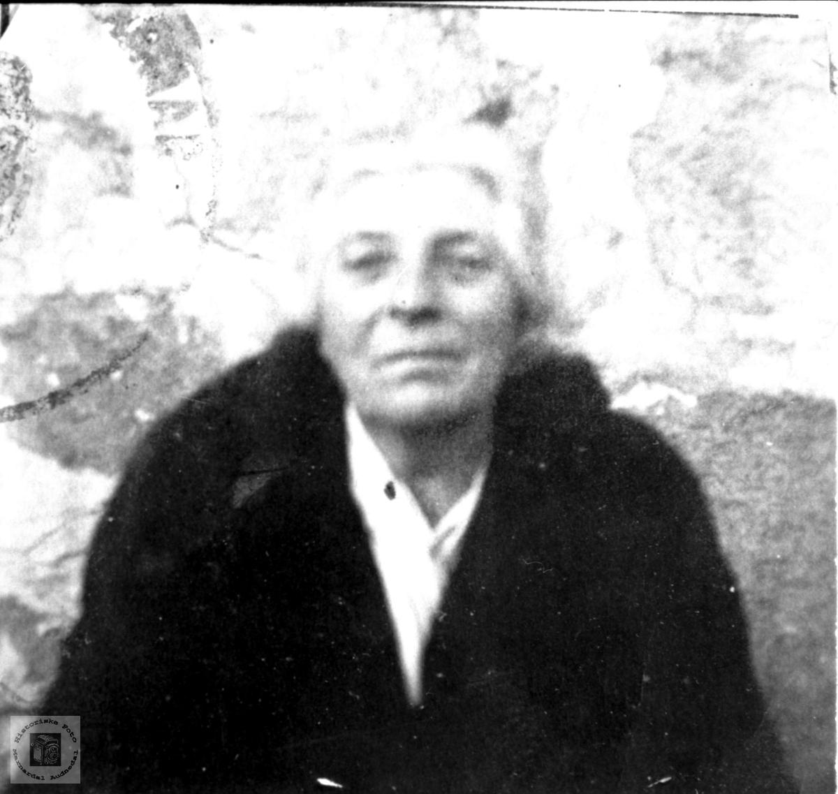 Portrett av Sigrid J. Bue Sveinall, Laudal.