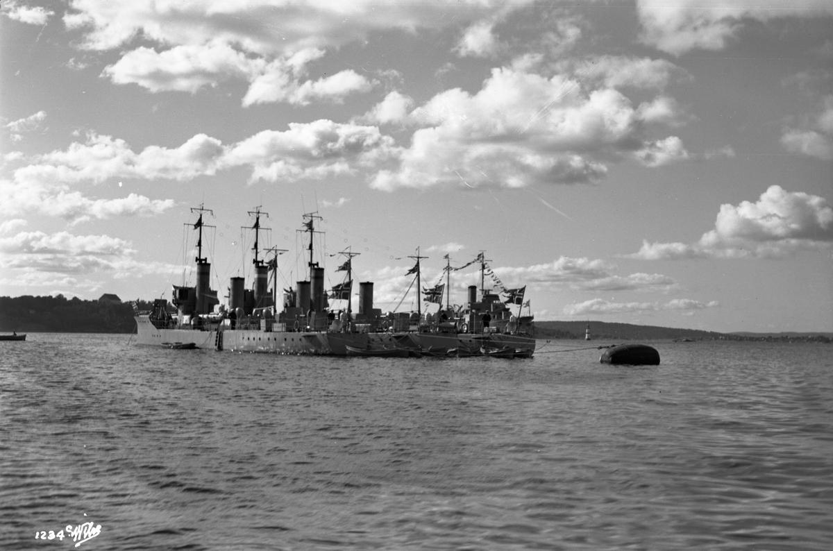 Torpedobåtene 'Trygg'(b. 1920), 'Snøgg'(b. 1920) og 'Stegg' (b. 1921, Marinens Hovedverft, Horten), med mineleggeren 'Olav Tryggvason' (b. 1932, Karljohansvern verft, Horten), - i Pipervika.