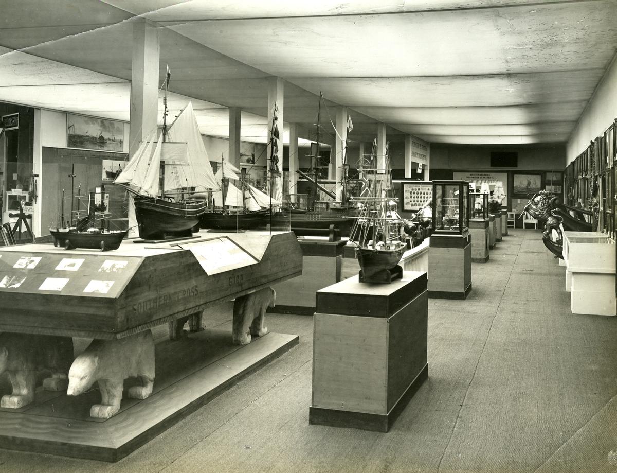Interiør fra sjøfartshallen. - Jubileumsutstillingen på Frogner 1914.