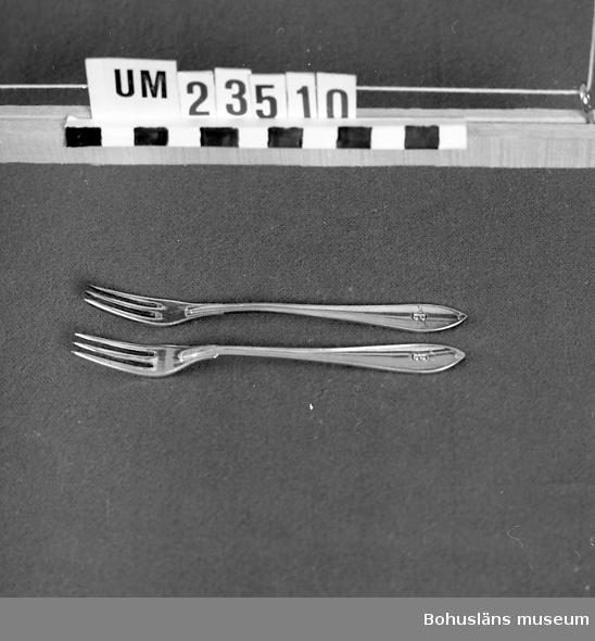 """594 Landskap BOHUSLÄN  Trekloig sillgaffel. Svenska modellen. Instansat """"B"""" (Bokströms).  Ur uppsättning bordsilver för uthyrning. MÄRKT """"GAB EXTRA PRIMA ALP"""".  Neg nr. UM142:6."""
