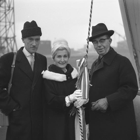 Dop och sjösättning av fartyget 136 M/T London Independence. Fartygets gudmor.