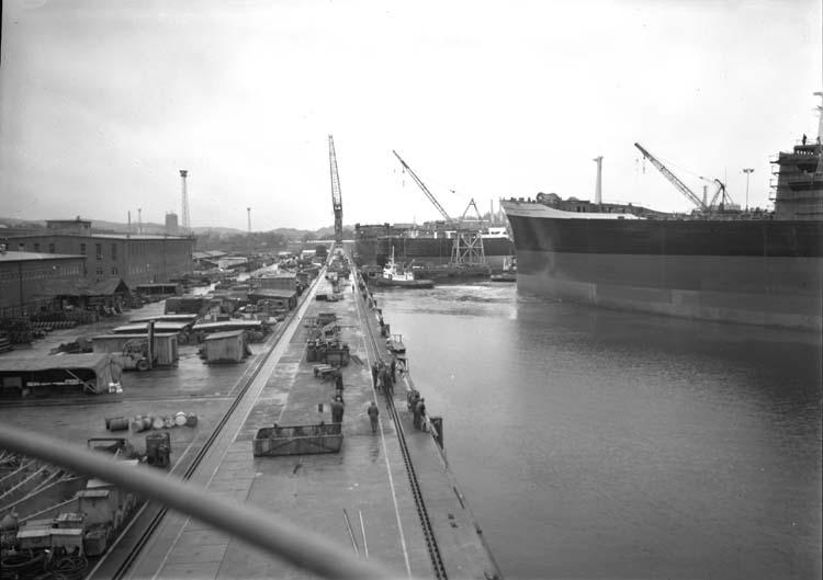 Kasen, inbogsering av fartyg till Västra kajen.