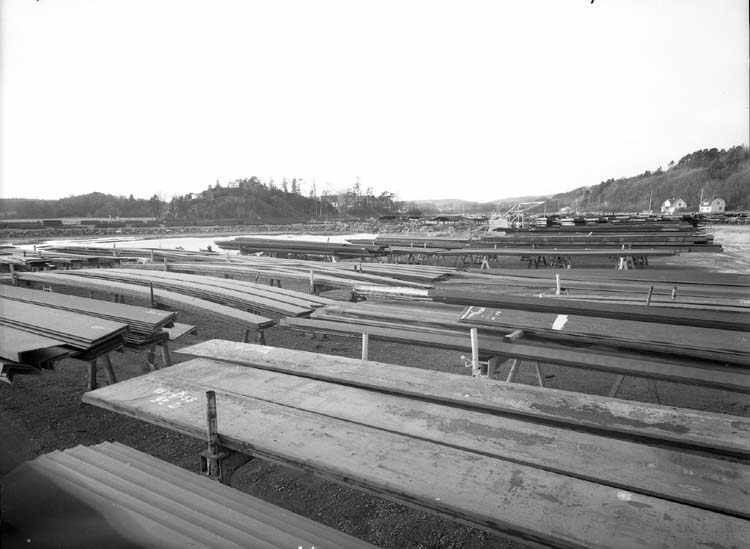 """Område mellan Sörvik och Fröland. För uppställning av plåt och fartygssektioner, även ställningsmaterial. Området kallades för """"Tippen""""."""