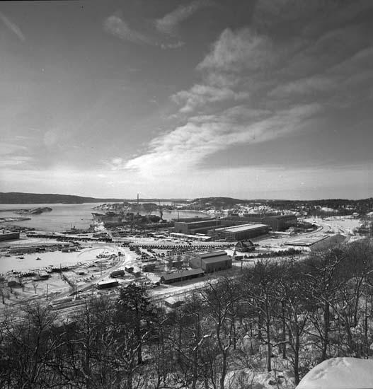 Utsikt från Brattåsberget över Uddevallavarvet.
