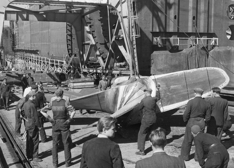Utrustning av fartyget 133 T/T Josefina Thordén. Hängning av propeller.