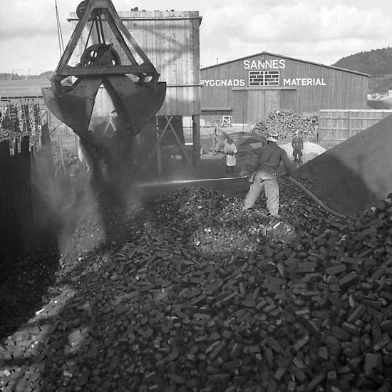 """Enligt notering: """"Brand i Sannes kolupplag 28/9 1947""""."""