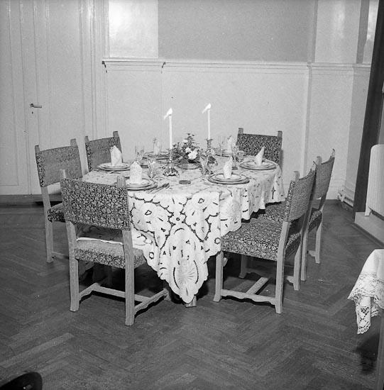 """Enligt notering: """"Borddukning Husmodersföreningen""""."""