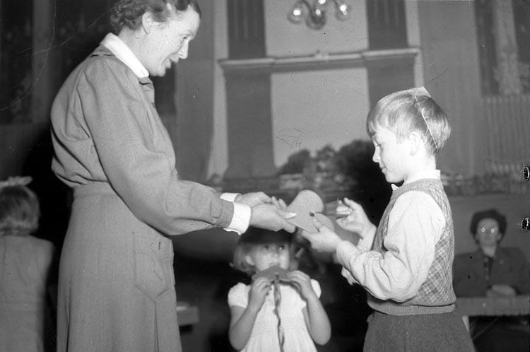 """Enligt notering: """"Lottornas Julfest Grand 21/12 1947""""."""