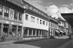"""Enligt notering: """"Hasselgrens Nya Butik 15/7 1949""""."""