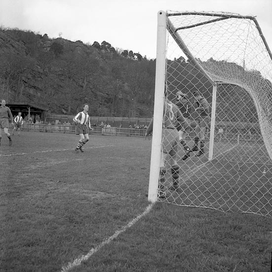 """Enligt notering: """"Fotboll Grästorp I.F.K. 8-5-55""""."""