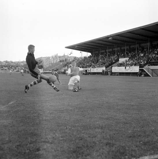 """Enligt notering: """"Fotboll Oddevoll - Norrby 6/8 -59""""."""