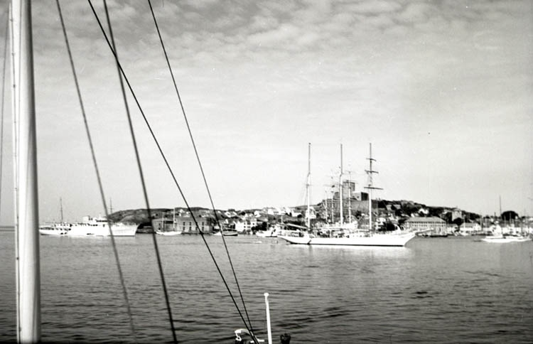 Marstrand fr. kanalen vid GKSS 100 år.