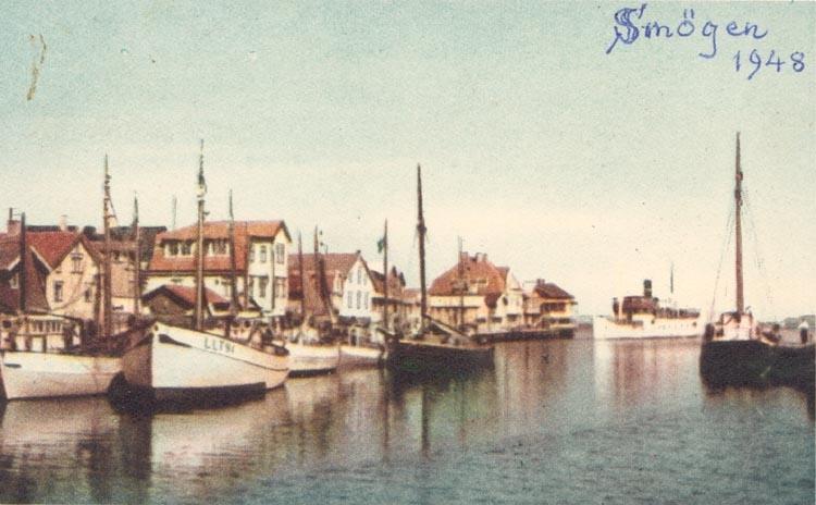 """Tryckt text på kortet: """"Smögen, Hamnen"""". Noterat på kortet: """"Smögen 1948"""""""