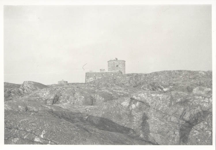 """Noterat på kortet: """"Marstrand. Fästningens torn i närheten av Tåudden. Juldagen 1961."""""""