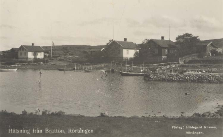 """""""Hälsning från Brattön, Rörtången."""" """"Förlag: Hildegard Nilsson, Rörtången."""""""
