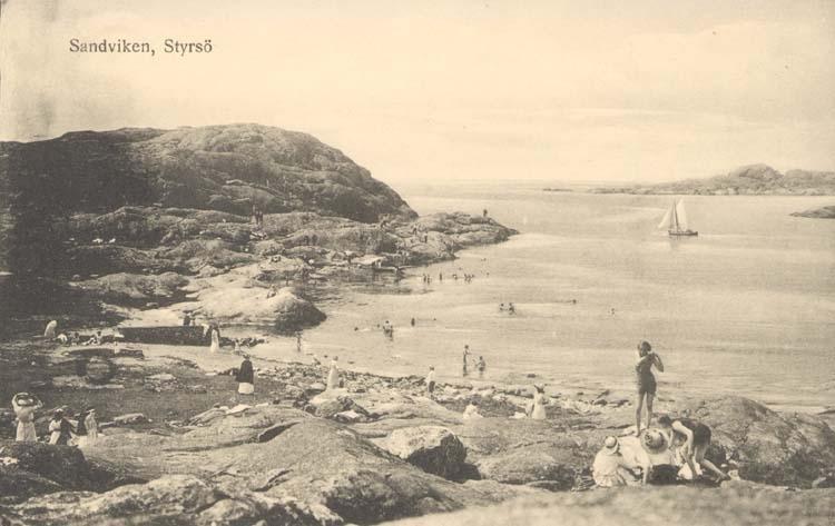 """Tryckt text på kortet: """"Sandviken, Styrsö.""""  """"Förlag: F. Gustavson Göteborg."""""""