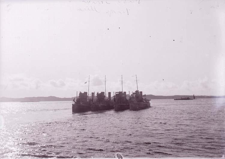 """Enligt text som medföljde bilden: """"Torpedbåtarna Orion, Sirius, Virgo, Mira Aug. 07."""""""