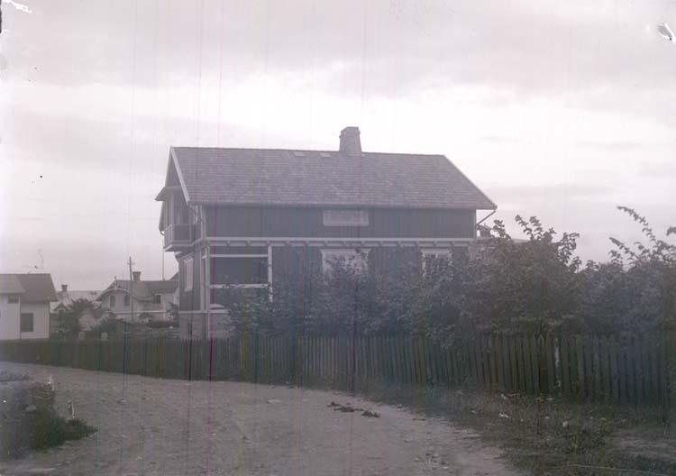 """Enligt text som medföljde bilden: """"Mitt hus Juni 12""""."""