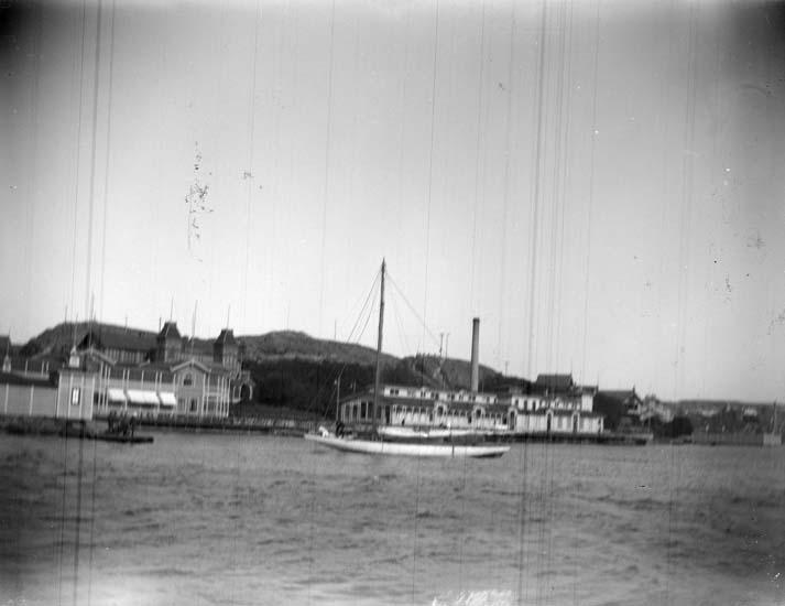 """Enligt text som medföljde bilden: """"Lysekil, Louise tagen fr. Lilla Släggö 1898""""."""