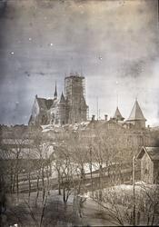 """Enligt text som medföljde bilden: """"Kyrkan med hålet enkel bi"""