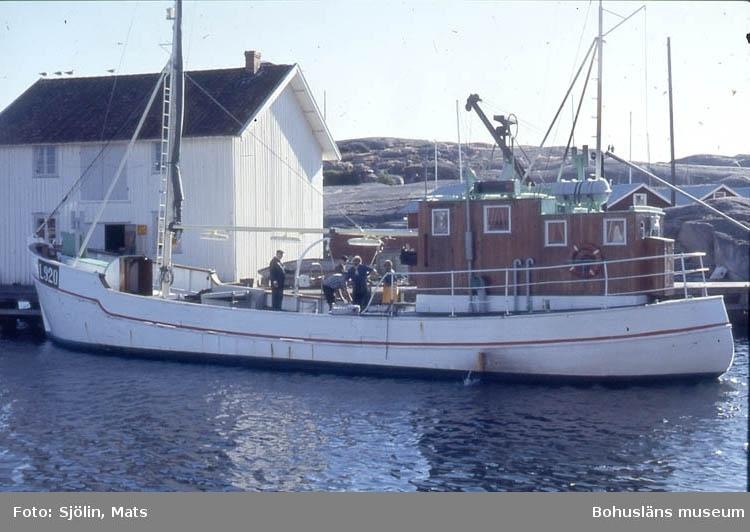 Fiskebåt vid kaj i Smögen