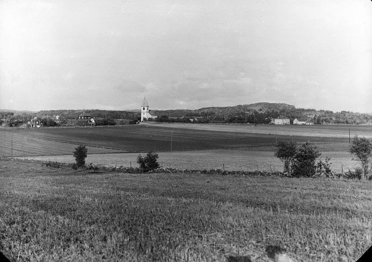 """Enligt fotografens noteringar: """"Håby kyrka fr. kyrkmarken."""""""