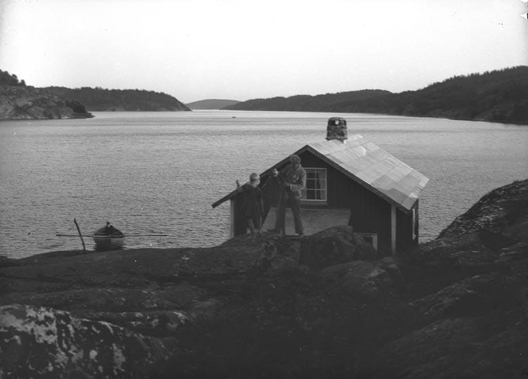 """Enligt fotografens noteringar: """"Sommarstuga hos Fru Nordal, Gläborg."""""""