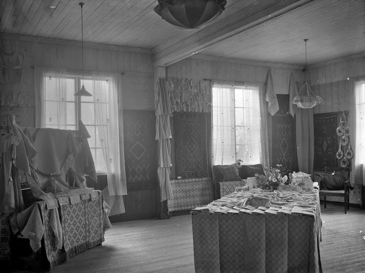 """Enligt fotografens noteringar: """"1926 Slöjdutställningen Dingle."""""""