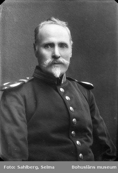 """Enligt medföljande noteringar: """"Far Johan Sahlberg, Lycke i Håby.""""  Uppgifter från Munkedals HBF: """"Han var fanjunkare och far till fotografen."""""""