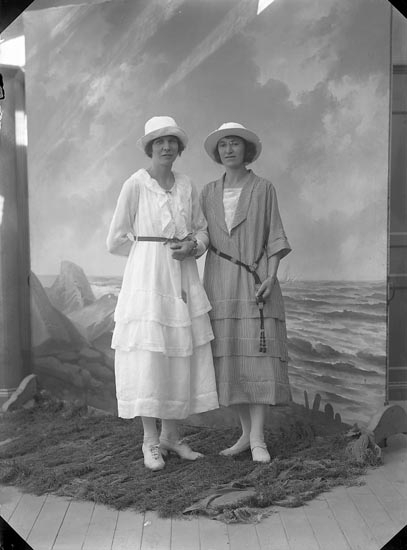 "Enligt fotografens journal nr 4 1918-1922: ""Aldin, Fröken adr. Lundeqvist-Dahlström""."