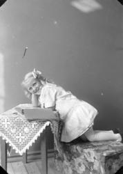 "Enligt fotografens journal nr 2 1909-1915: ""Zetterlöf, Annie"
