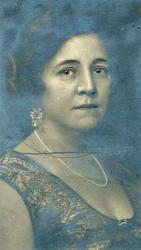 Agnes Wollebæk, f. Hanssen.