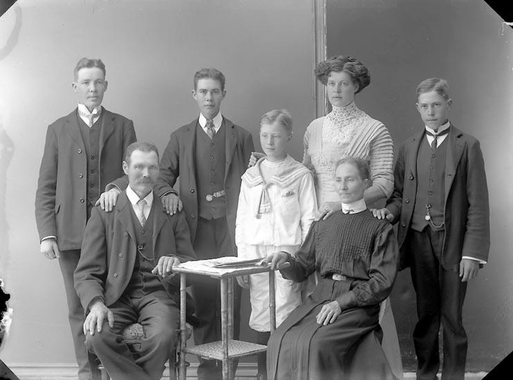 "Enligt fotografens journal nr 2 1909-1915: ""Karlsson, Karl Nösnäs""."