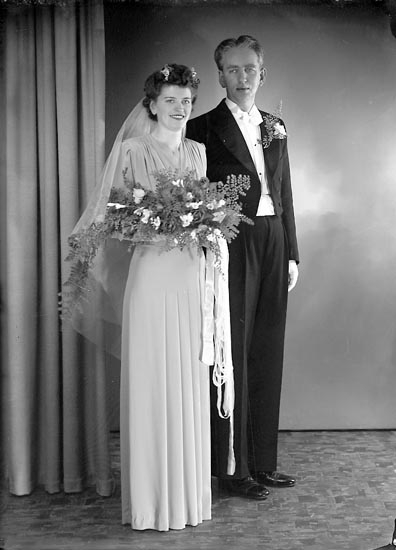 "Enligt fotografens journal nr 6 1930-1943: ""Svensson, Herr Erik Solgården Här""."