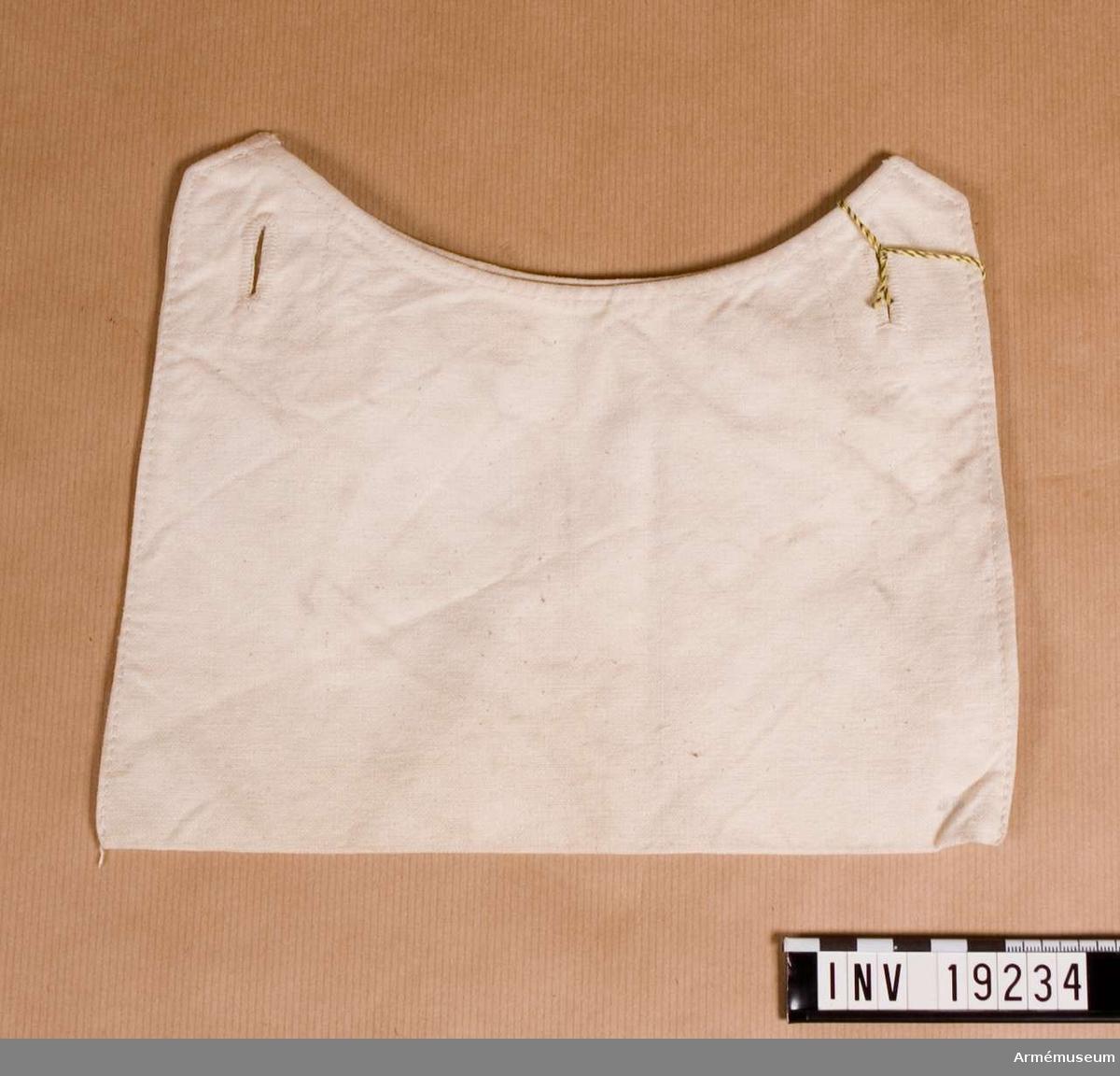 Sydd av vit smärting. På den ena påsväggen finns två knapphål sydda för att knäppas mot två knappar i mattornistern. Användes för smörgåsar och dylik proviant. Förvaras i väskan AM.019233.