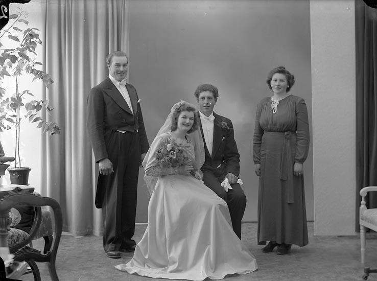 """Enligt fotografens journal nr 7 1944-1950: """"Johansson, Herr Thure, Pittersburg, Ljungskile""""."""