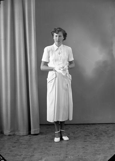 "Enligt fotografens journal nr 8 1951-1957: ""Sjöholm, Gerty Stenungsund""."