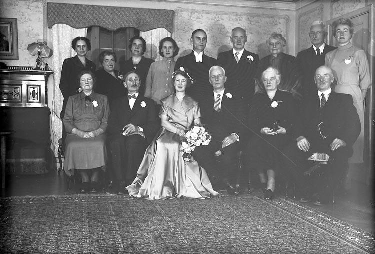 """Enligt fotografens journal nr 8 1951-1957: """"Lagaay, Fru Brita, Romanusweg 6 Maastricht, Holland (Solgården)""""."""
