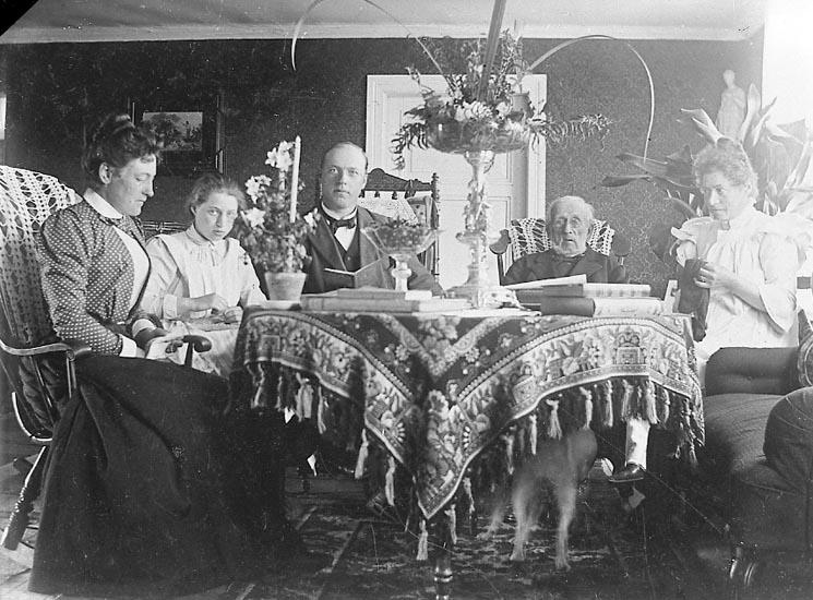 """Enligt fotografens journal nr 6 1930-1943: """"Johnsson, Fru Märta Jordhammar Ödsmål kopia""""."""
