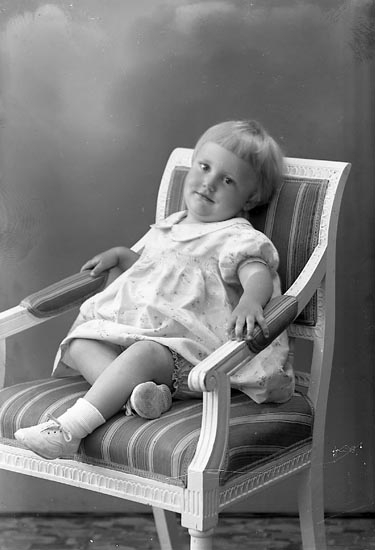 "Enligt fotografens journal nr 6 1930-1943: ""Oskarsson, Inga Karin, adr. Oskar Andersson, Askerön""."