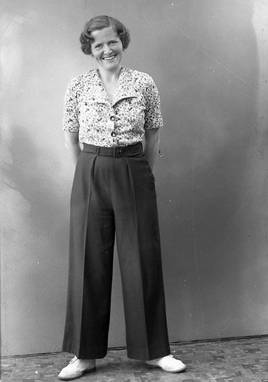 "Enligt fotografens journal nr 6 1930-1943: ""Höglund, Fru Doktorinnan Stockh""."