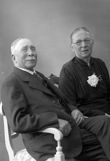 "Enligt fotografens journal nr 6 1930-1943: ""Strömqvist, Herr och Fru Stenungsund""."