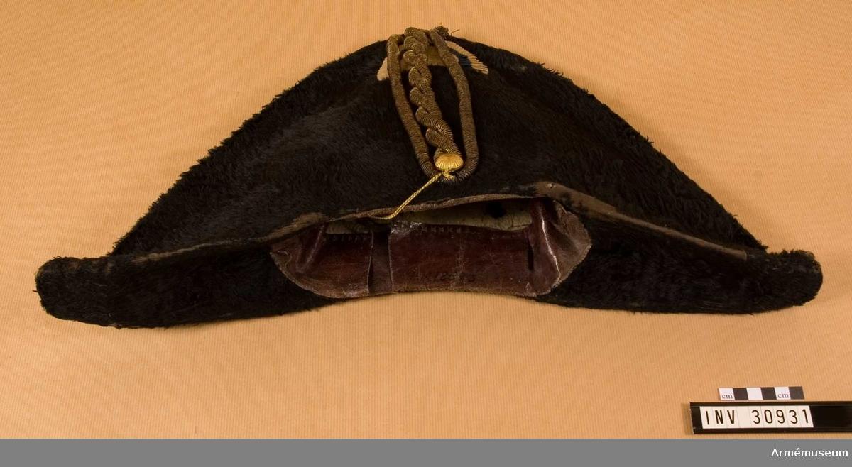 Grupp C I. Trekantig hatt för officer vid artilleriet.
