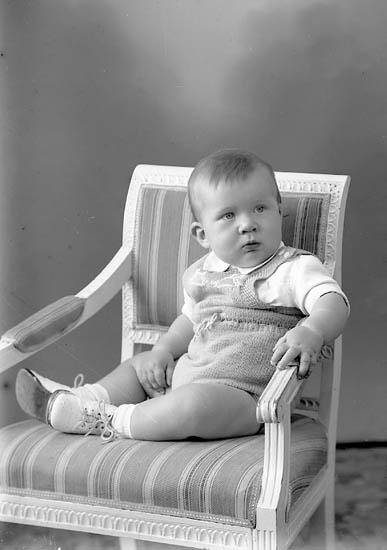 """Enligt fotografens journal nr 8 1951-1957: """"Antonsson, Kjell Anders, Järnblästen, Ödsmål""""."""